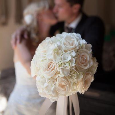 wei e hortensien und rosen wedding bouquets pinterest. Black Bedroom Furniture Sets. Home Design Ideas