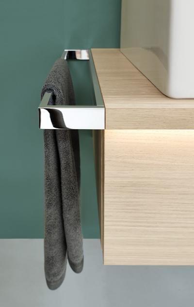 ideen f r ein sch nes bad waschtisch mit handtuchhalter. Black Bedroom Furniture Sets. Home Design Ideas