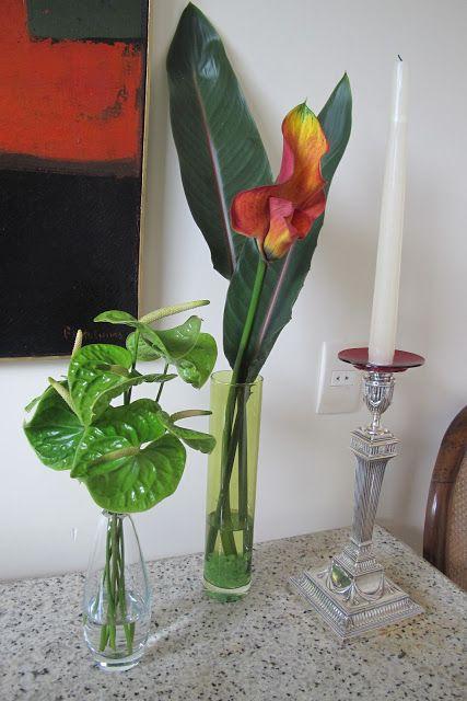 Meninas, essa semana tive a minha segunda aula de COMO FAZER ARRANJOS FLORAIS  .   E eu estou amando essa tarde que passo mexendo com flor...