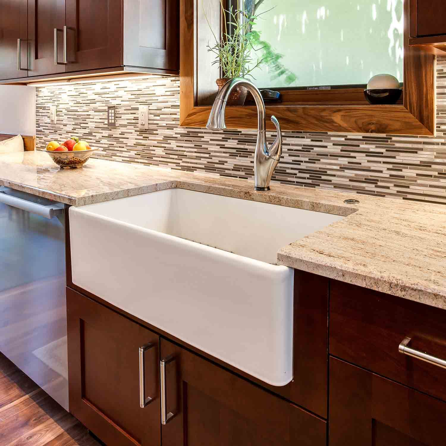 farm house sink white with transitional faucet in