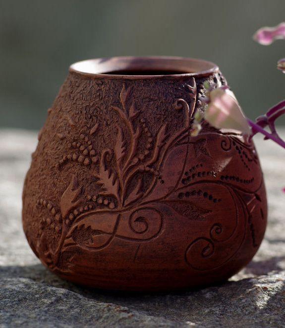 """25.09.2014 Работа дня: Калебас """"Резной"""".   Калебас — специальный сосуд, предназначенный для заваривания чая мате. Этот калебас выполнен из глины и украшен вырезанным вручную цветочным орнаментом. #ceramic"""