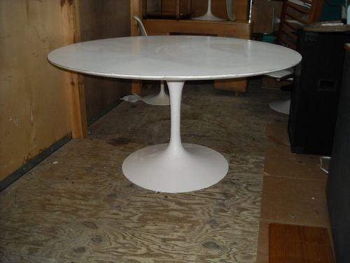 Saarinen Round Dining Table 54 White Laminate White Base Original