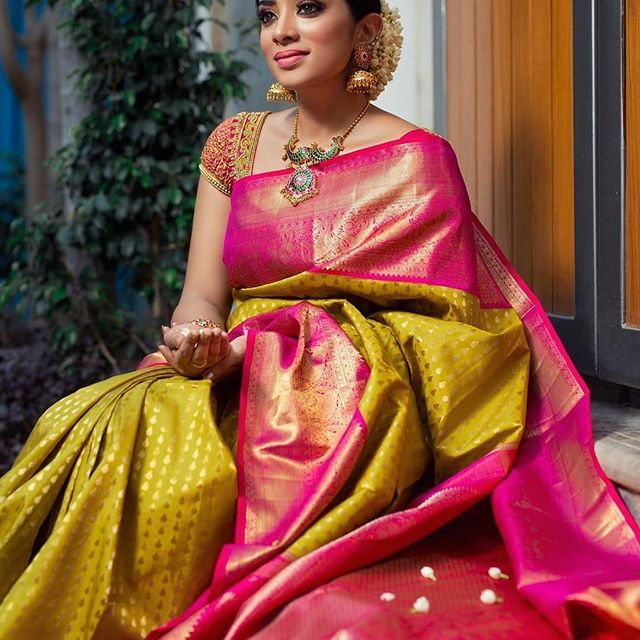 Photo of 8 Classic Saree Colors That You Can Always Wear To Office! • Keep Me Stylish