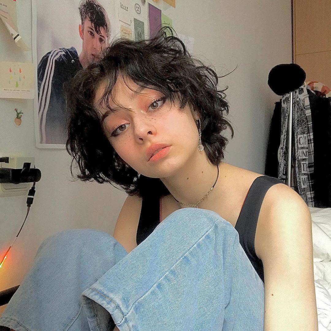 Pin By Samira Paiement On Instagram In 2020 Girl Short Hair Short Hair Styles Aesthetic Hair