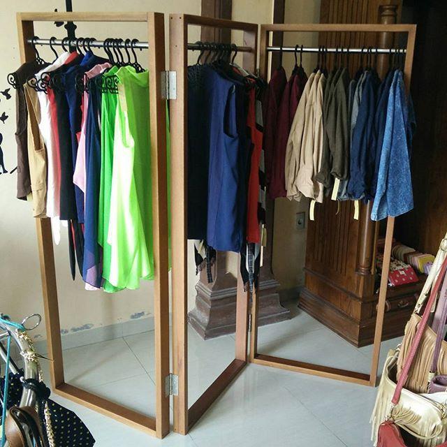 Gantungan baju gawangan, dapat dilipat 3. Kayu yang digunakan memakai kayu meranti ...