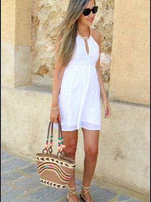 Outfit vestido blanco playa