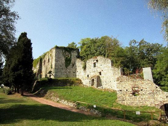 Arona, i resti della Rocca Borromea