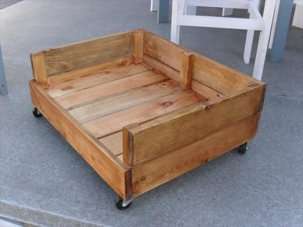 Diy dog bed from pallet wood diy dog bed dog beds and for Wood dog bed furniture