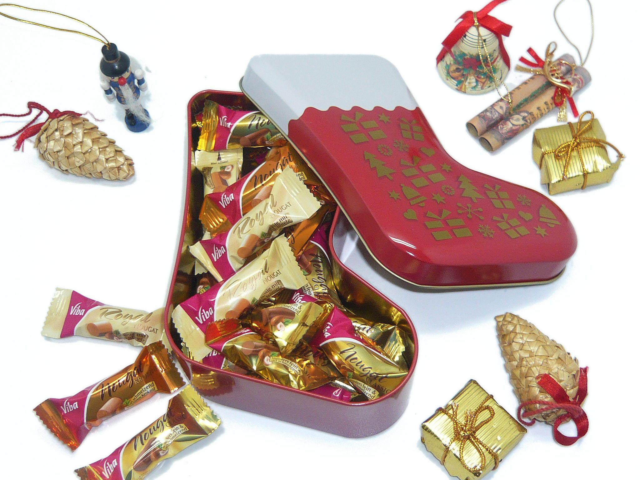 Nikolausstiefel und weitere Weihnachtsdosen ab Lager verfügbar, individuelle Veredelung durch Druck, Prägung oder Gravur.