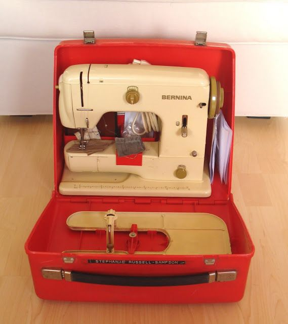 Vintage bernina sewing machine in the case vintage for Machine a coudre 807