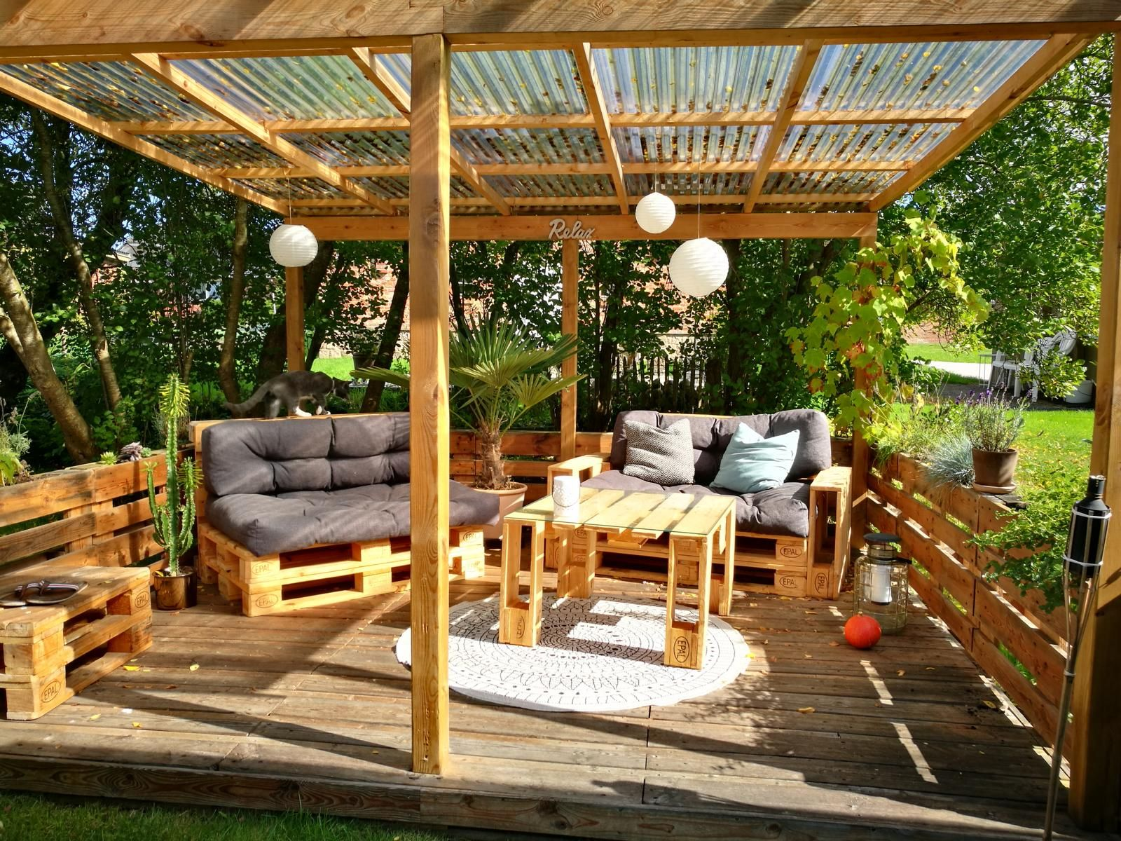 ᐅ Terrasse aus Paletten selber bauen | Palettenmöbel DIY