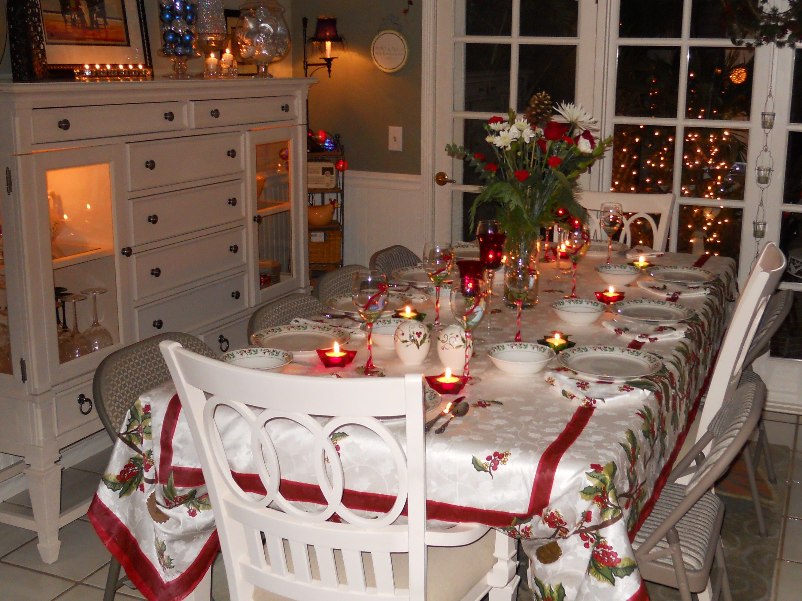CHRISTMAS TABLE SETTINGS | ... Christmas Season At Beautiful Table ...