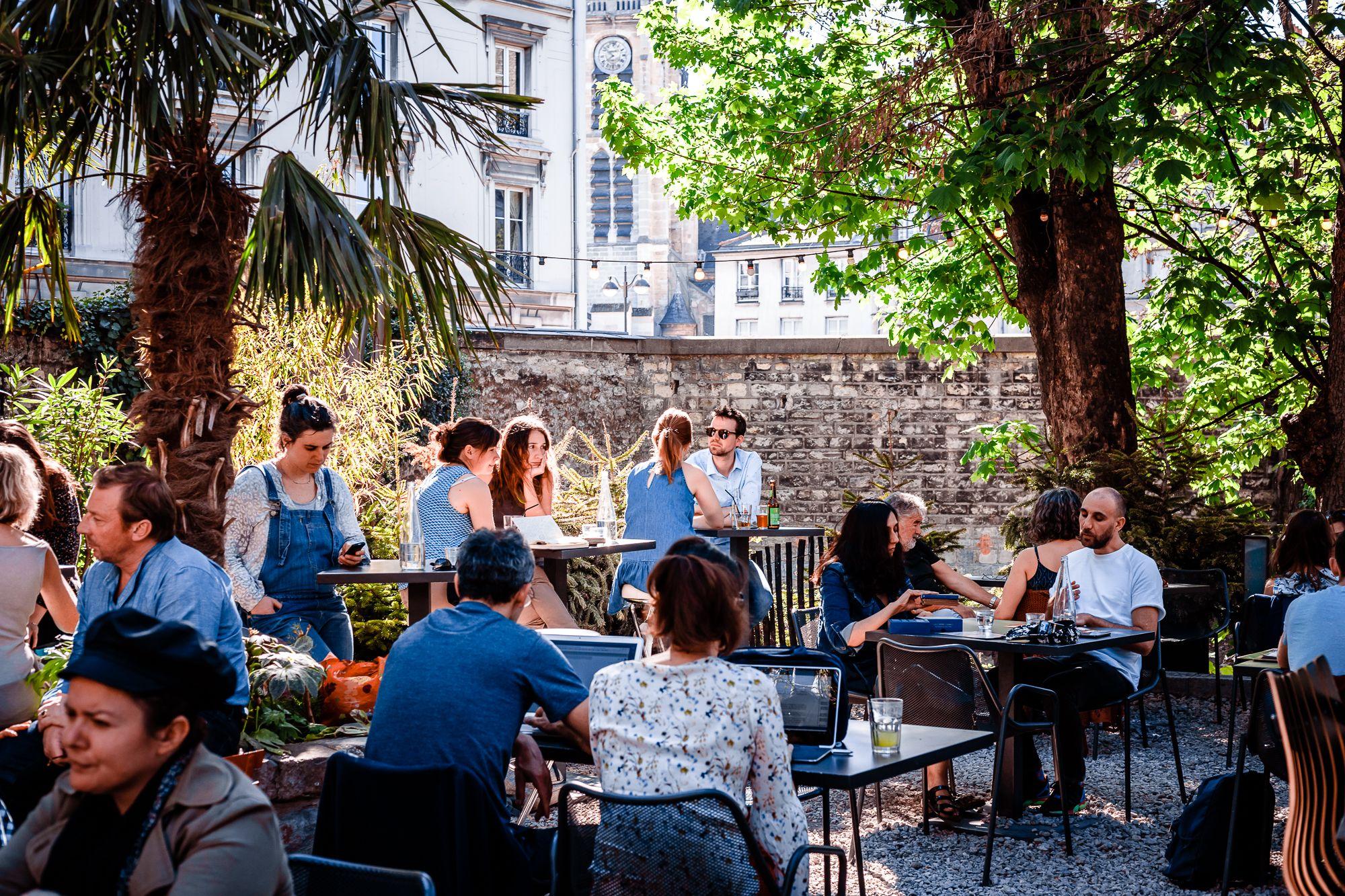 Terrasse Canal Saint Martin café a i la terrasse i gare de l'est i canal st martin i
