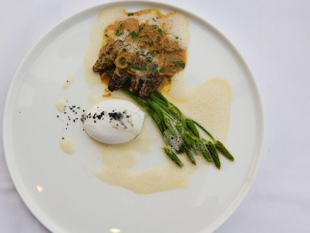 Rugard's Gourmet - Grüner Spargel Mit Morcheln und pochiertem Ei