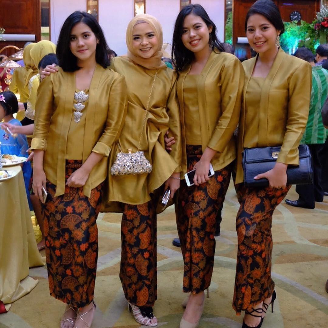 Baju Kebaya Bawahan Batik: Model Kebaya Kutubaru Polos Rok Batik Solo