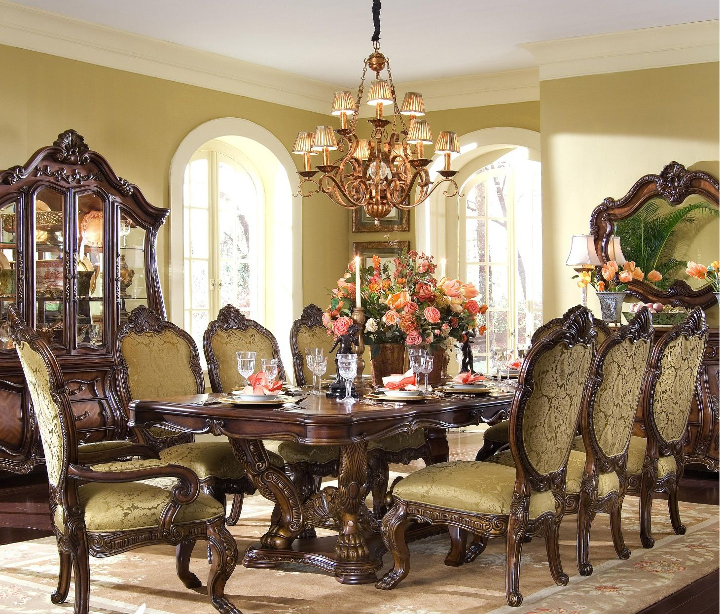 Victorian Dining Room Table: Victorian Dining Room