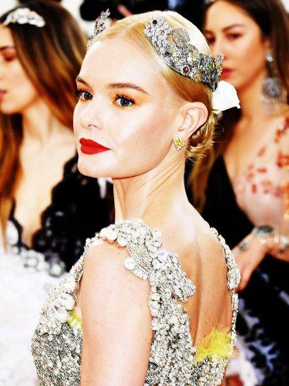 Wenn wir schon von göttlichen Looks sprechen: Kate Bosworth zeigt, dass silbener Haarschmuck auch cool aussehen kann.