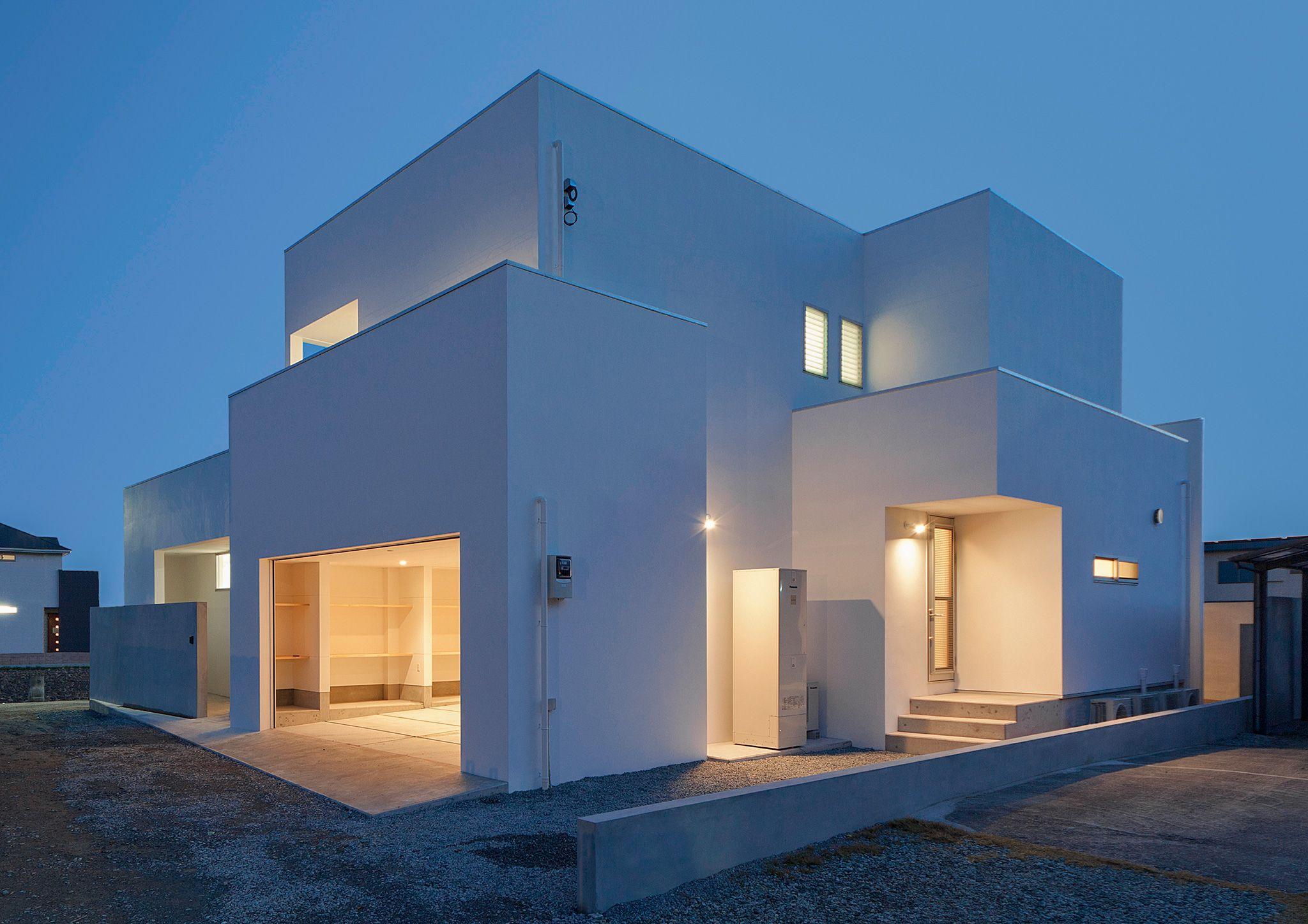 緑に映える白い家 永森建築事務所 現代建築の住宅 白い家 モダン