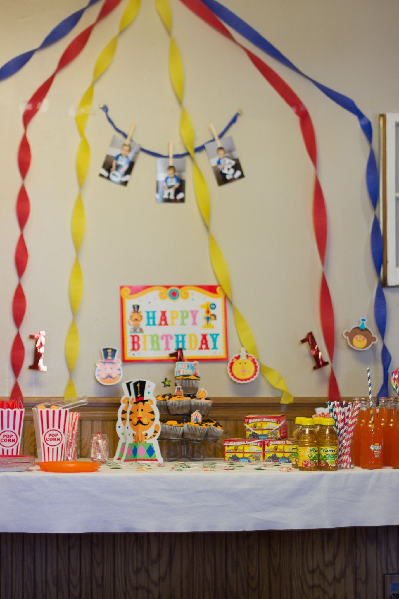 Twist streamers to make a big top tent on the wall for a quick easy