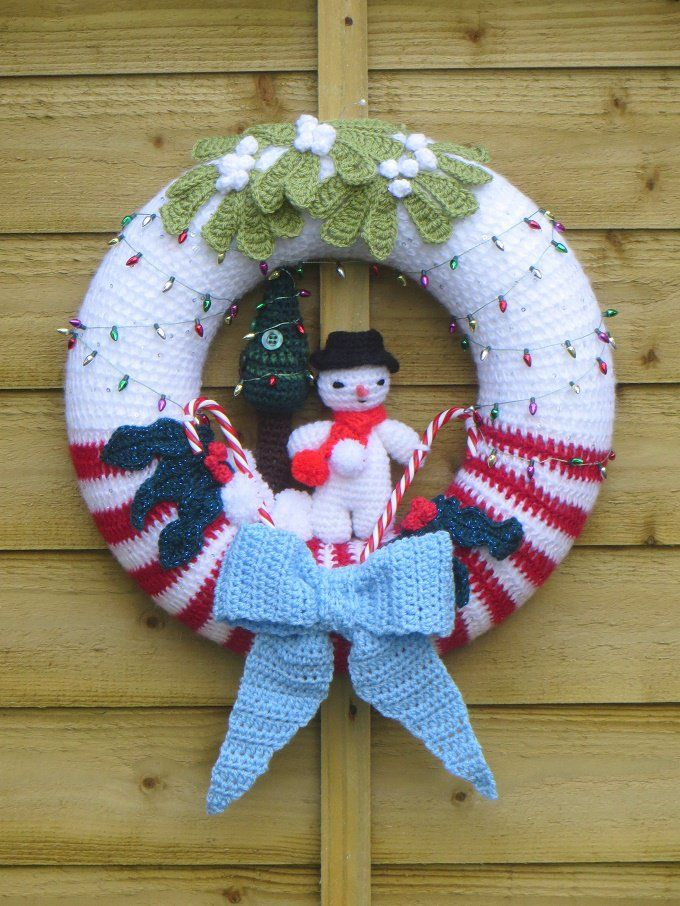10+ Christmas Wreath Crochet Patterns   Türkränze, Kranz häkeln und ...