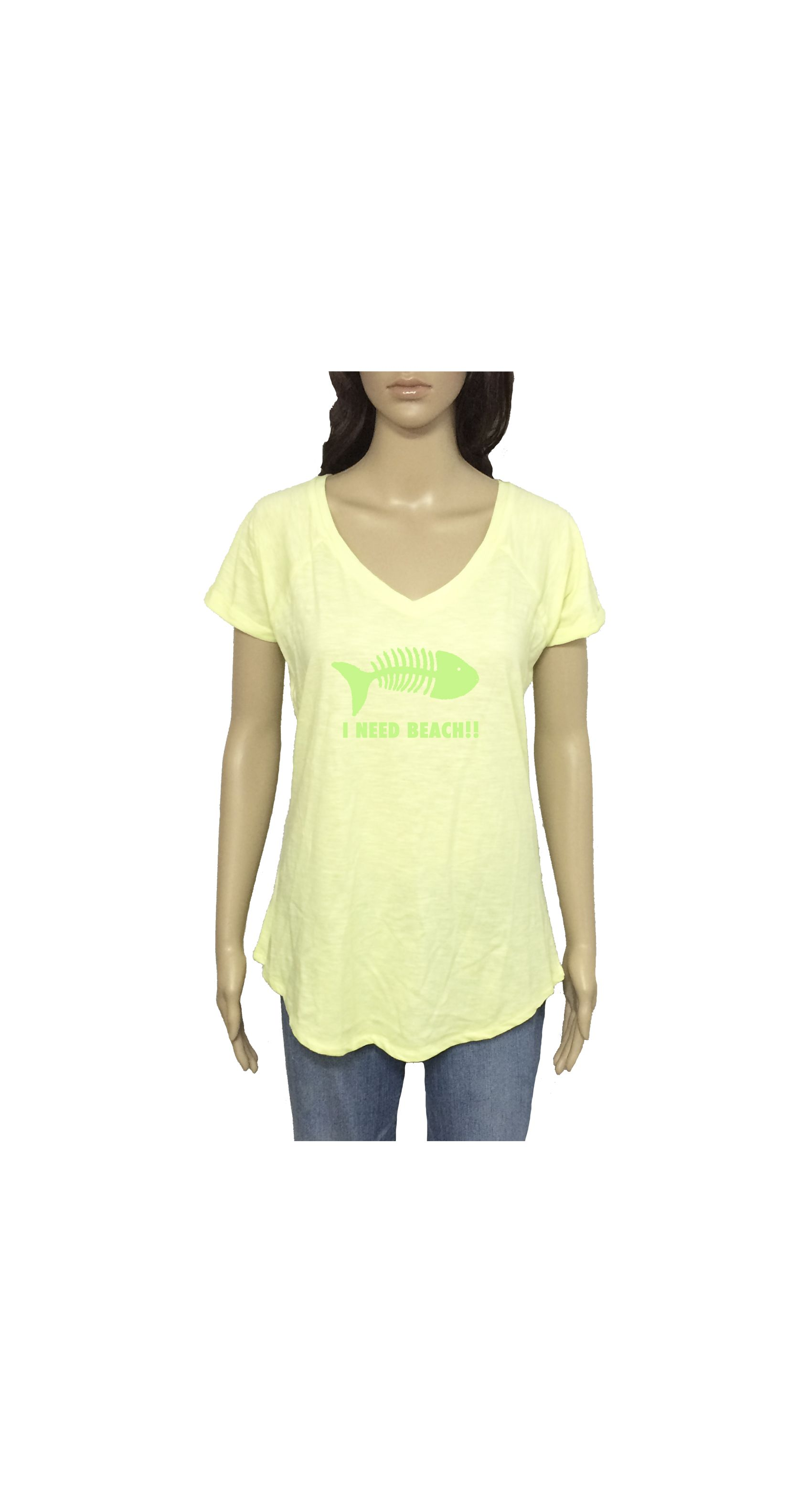 "Camiseta ""I need beach"" www.smartyfun.es #camiseta #playa #beach #amarillo #pez #fish"
