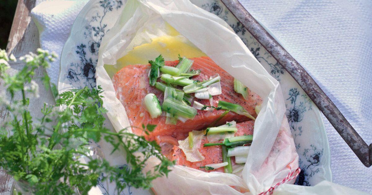 Zur Feier des Tages wird an Ostern kulinarisch gekocht. Ein zartes Lachsfilet ist dabei der Star des Tages und schmeckt an Festtagen besonders gut. Lachs ist zudem ein Vitaminlieferant und kann mit verschiedenen Beilagen kombiniert werden.