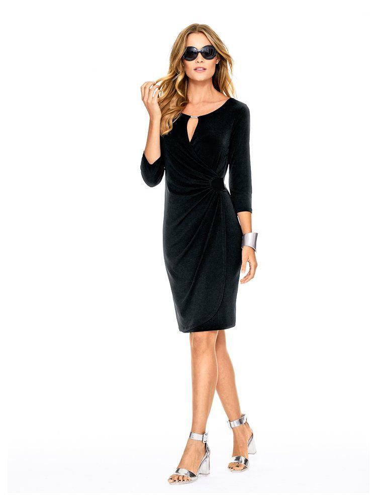robe noire fluide et l gante et sandalettes grises chic bracelet articul robes de soir e. Black Bedroom Furniture Sets. Home Design Ideas