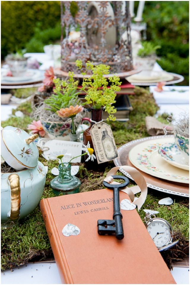 alice in wonderland mad hatters unique wedding inspiration not doing this theme but it looks pretty cool