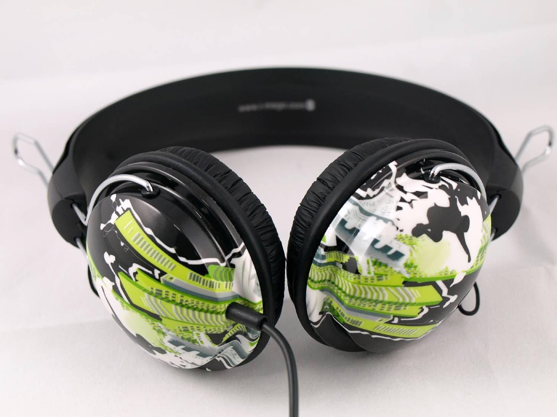 Met de I-Mego X-Game gebruikt I-Mego de oorschelpen als een waar kleurenpallet. Kleuren als wit, zwart, groen en grijs worden op een creatieve manier afgebeeld.