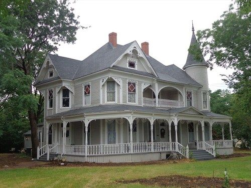 Pin By Rebecca Starr On Home Exteriors Victorian Homes Victorian Style Homes Victorian Architecture
