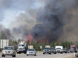 #RT Aceleran evacuaciones ante incendio forestal en Canadá https://t.co/1q5tjonpNa https://t.co/4QmVaKMa6t