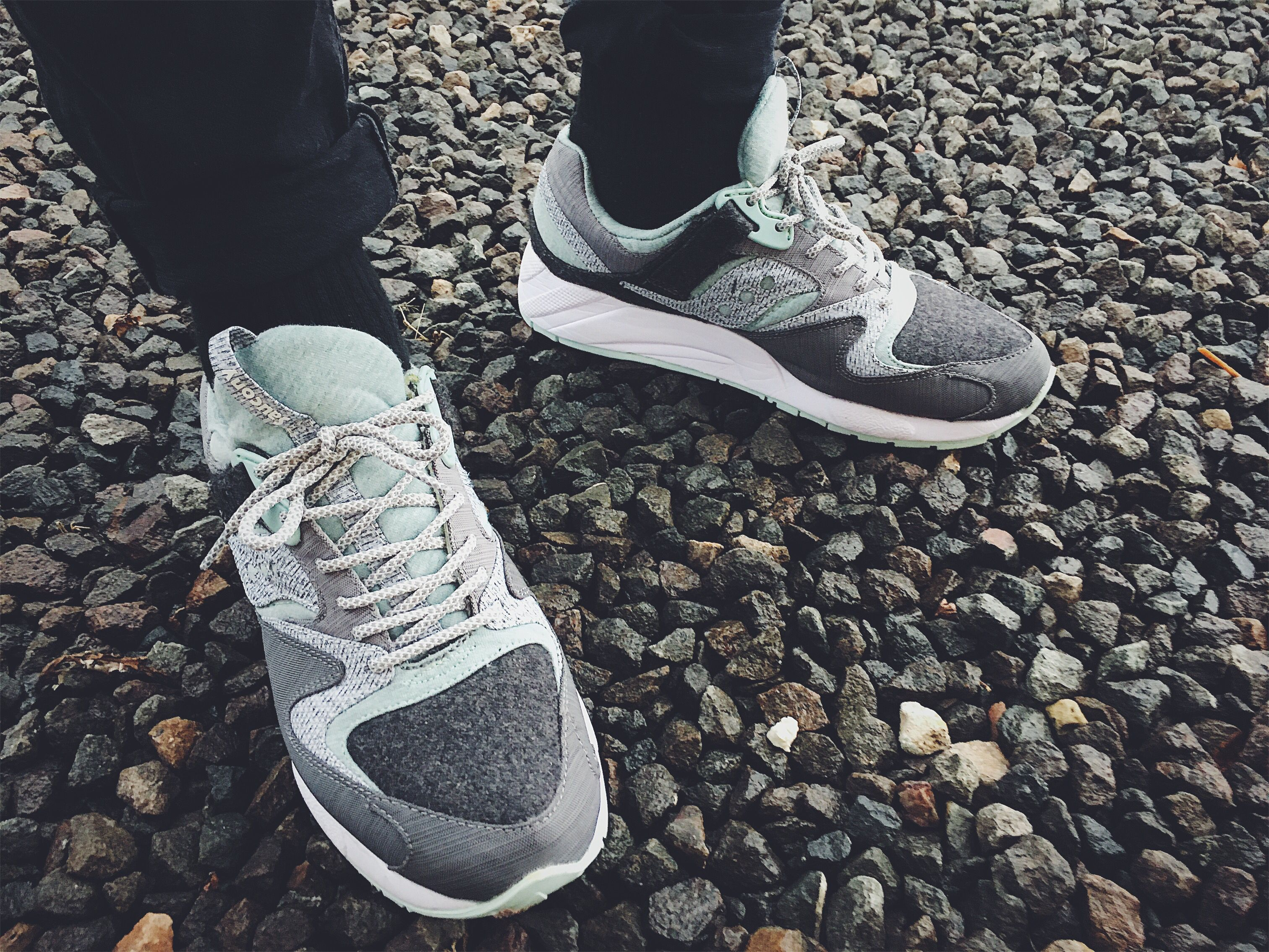 END. X SAUCONY GRID 9000 'WHITE NOISE' on feet
