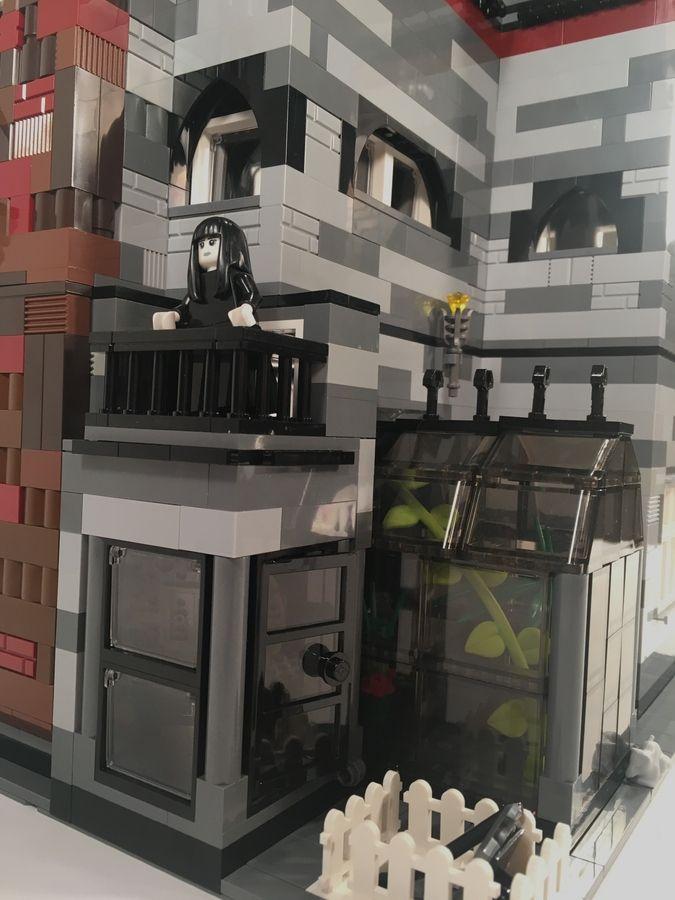 Addams Family Mansion Modular