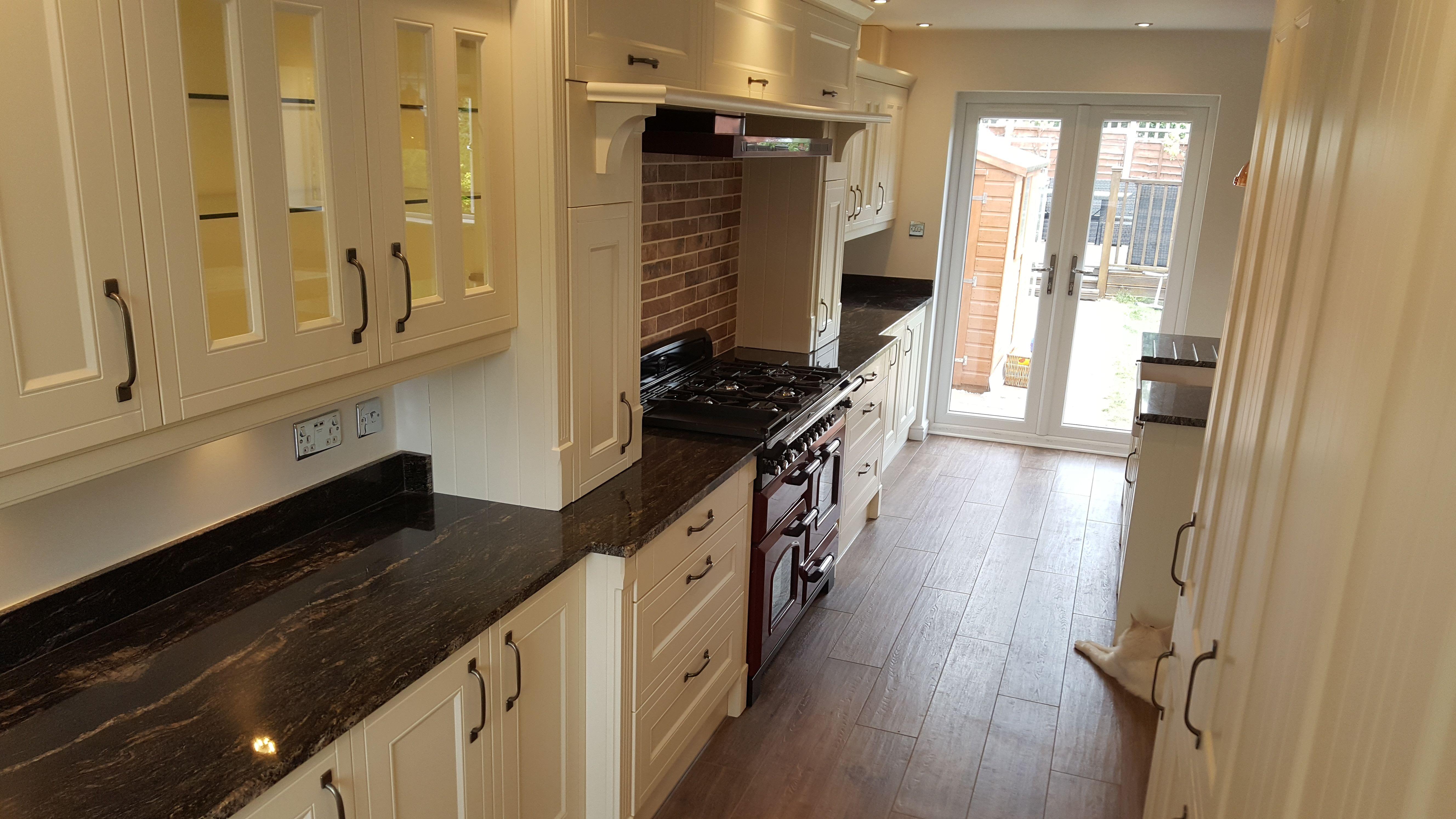 Wren Kitchen Cranberry Range Cooker Brick Tiled Splash Back Overmantle Cupboards Range Cooker Kitchen Kitchen Cabinets Kitchen