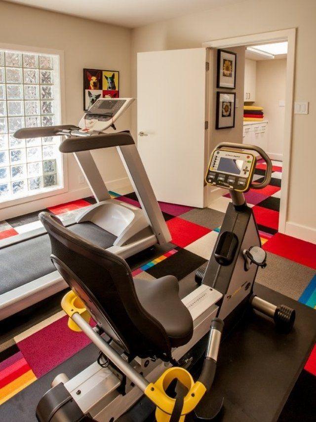 fitnessstudio zu hause einrichten bunter teppichboden beige ...