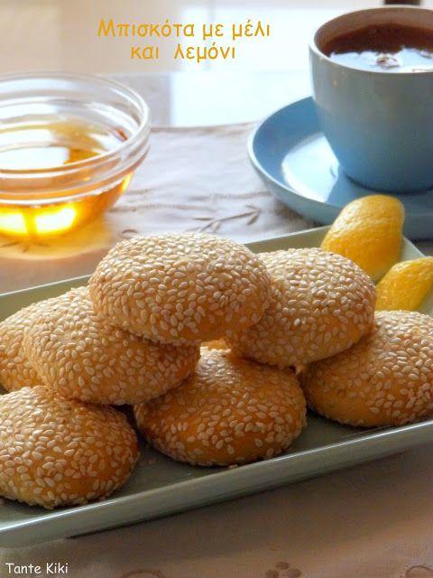 Αφράτα μπισκοτάκια με μέλι, λεμόνι & σουσάμι