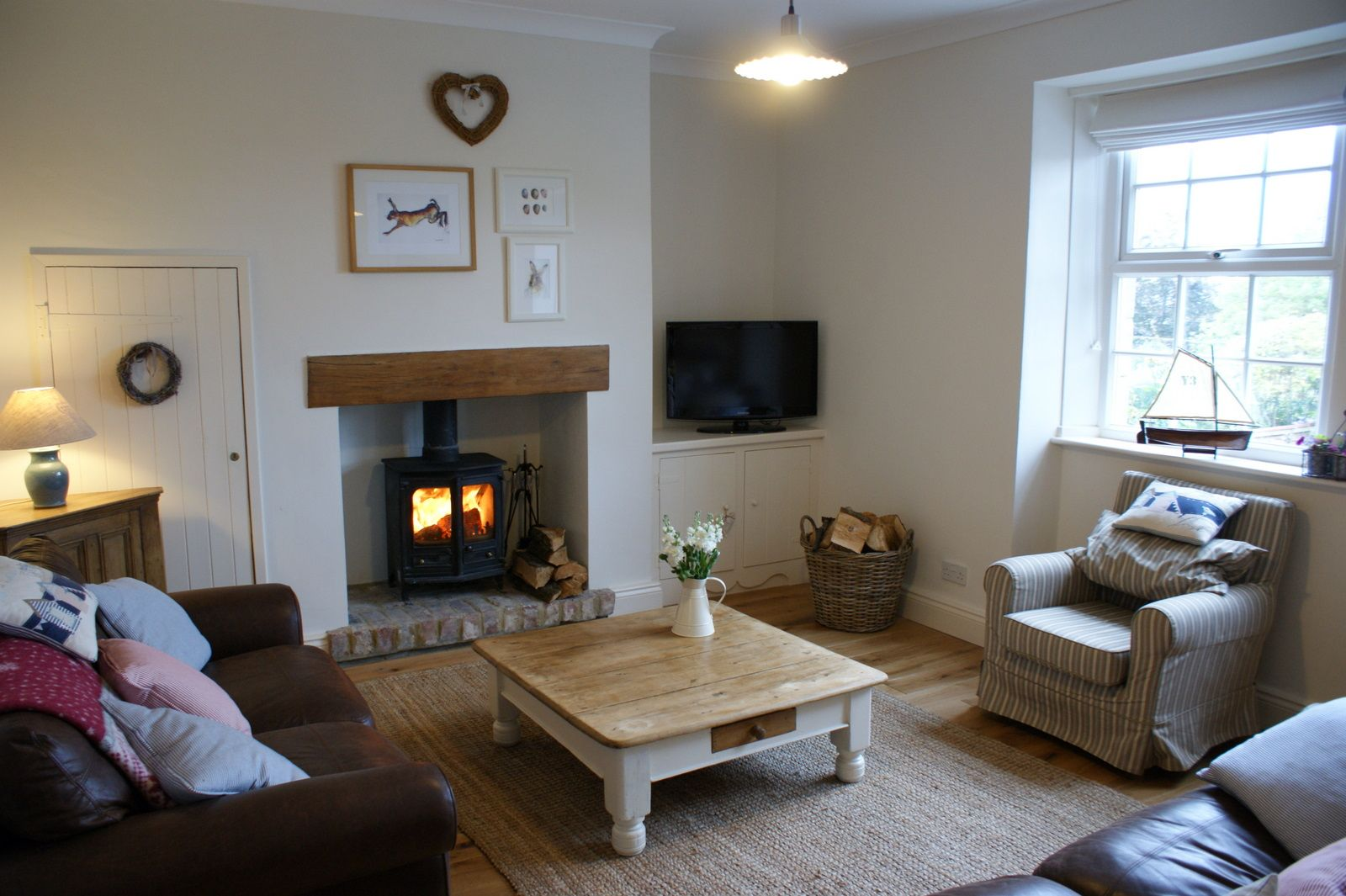 10 christmas cottages to rent in pictures living rooms