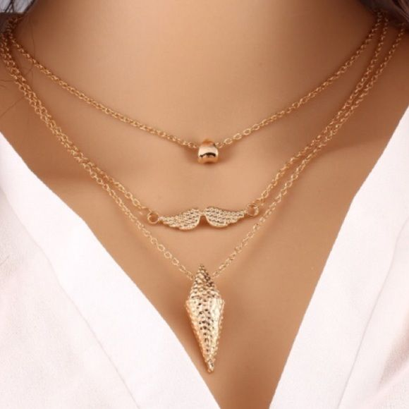✨ Host Pick ✨ Three Layered Golden Necklace Beautiful and chic! Jewelry Necklaces