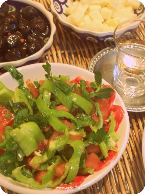 NESRiN`S KÜCHE: Tomaten-Paprika Salat mit Käsewürfeln