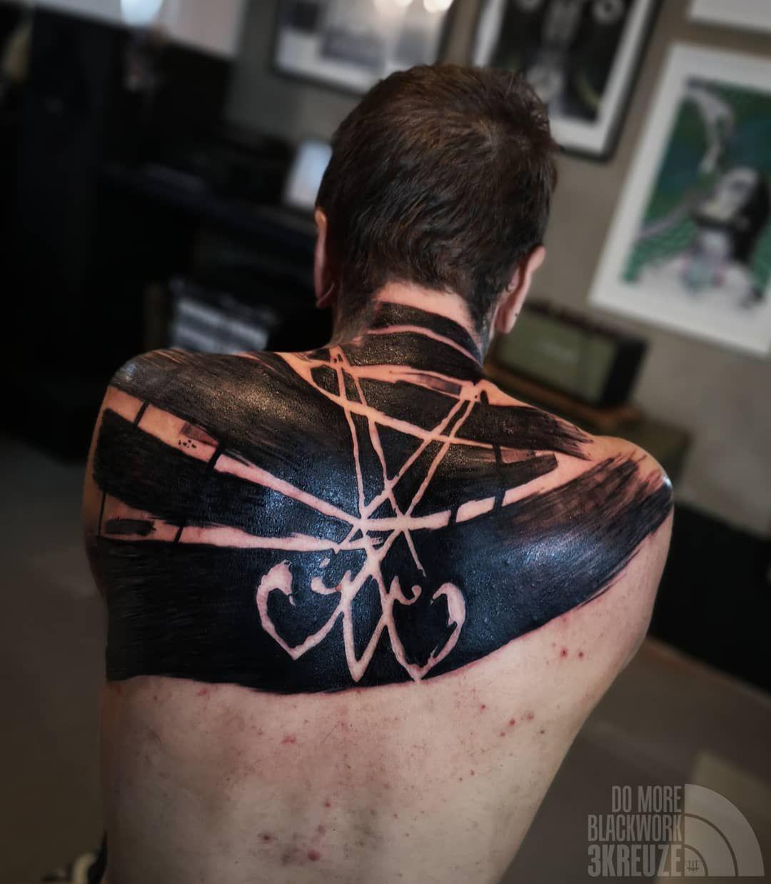 3kreuze S Brutal Heavy Abstract Blackwork Tattoo In 2020 Blackwork Tattoo Blackwork Tattoos