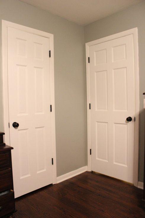 puertas blancas, con herrajes negros Puertas interiores