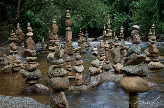 Grab http://www.veoverde.com/2011/08/video-esculturas-con-rocas/