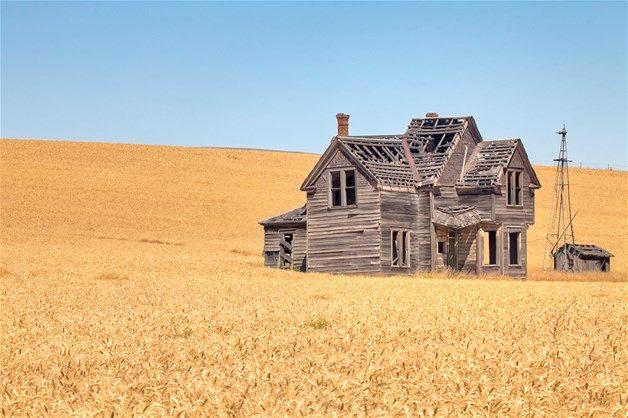Image: Abandoned farmhouse in The Dalles, Oregon (© Pete