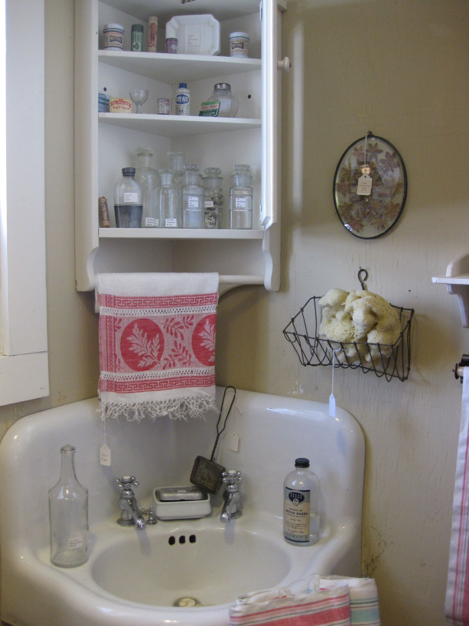 Vintage Corner Sink And Bathroom Accessories Bathroom Pinterest Vintage Accessories And