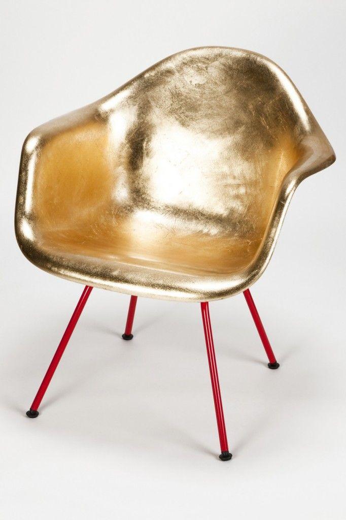 Eine handvergoldete Eames Schale. Das von einem Autolackierer Bemalt, mehrfach poliert, und am Ende noch der Boden lackiert wurde.