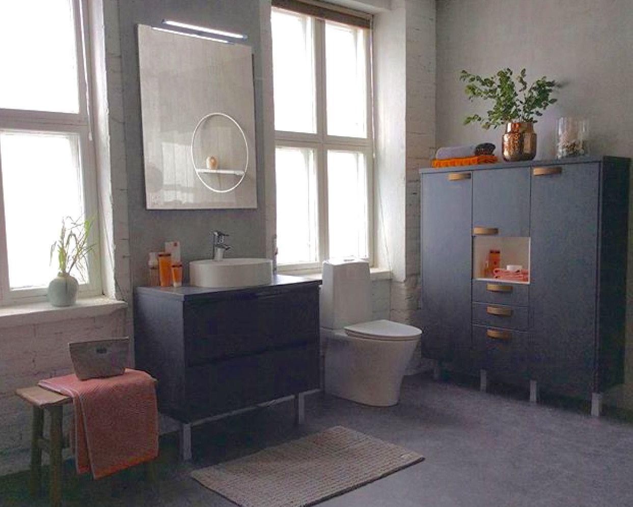 Topi-Keittiön kylpyhuone, ovimalli uusi Hiilipuu.