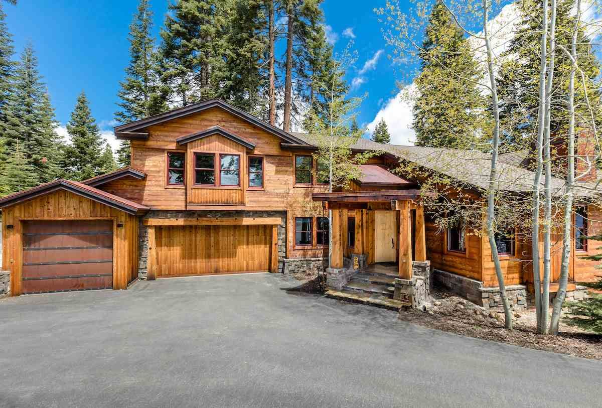 One Of A Kind Mountain Estate Situated On A Beautiful Lot In Tahoe Donner Tahoe Olre Mountainhomes Luxuryh Mountain Homes Luxury Real Estate House Styles Mountain living real estate