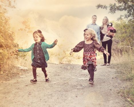 http://www.frostedproductions.com/images/indexslideshow/family-photo-kids-running.jpg