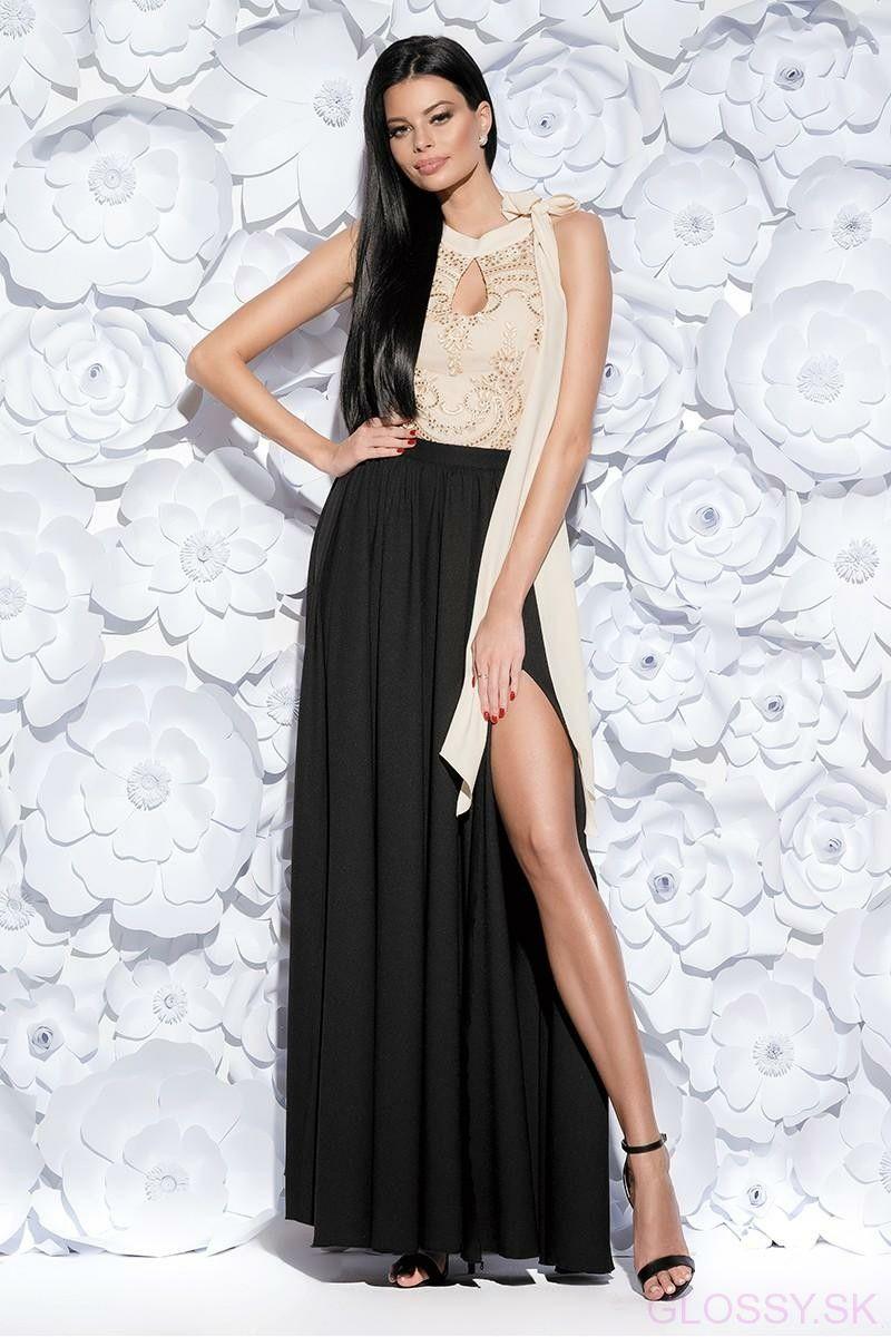 c83e34a78334 Nádherné dlhé šaty vyrobené z ľahkej elastickej látky. Krásny model v  gréckom štýle