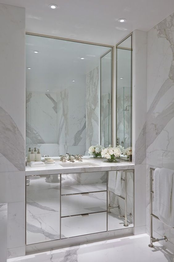 The use of mirrors in interior design has been vastly popular throughout the centuries.